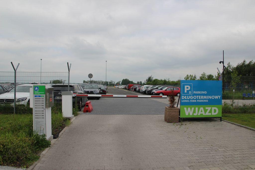 Oficjalny Parking Portu Lotniczego (sektor D)